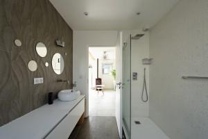 olivier olindo architecte architect architecture maison bois structure salle d'eau douche bathroom vasque plan de travail carrelage faïence miroir david bourreau